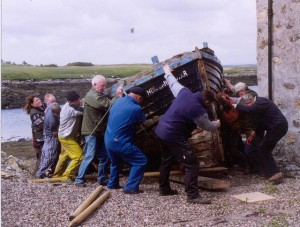 Volunteers move Morning Star into situ at Taigh Chearsabhagh